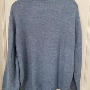 Helt ny skøn blå sweater men ikke min farve alligevel :)..