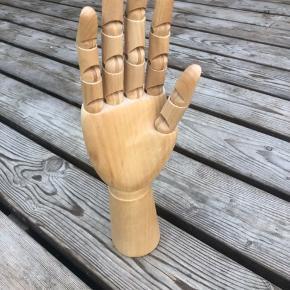 Hånd fra HAY. Har bare stået til pynt. Fejler intet