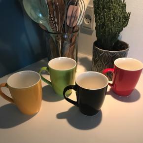 Fire kopper i forskellige farver bortgives