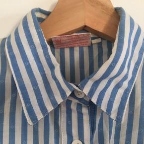 Retro skjorte med pufærmer.