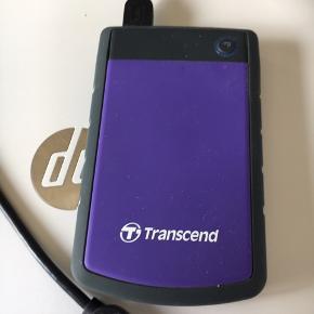 Transcend harddisk 1000gb men der er 931gb leddig på den sælges  den har kostte ca 800kr for ny Af og vil gerne ha 400kr for den men eller  Den er købbe på Ellos