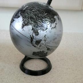 Fin globus købt i IDEmøbler