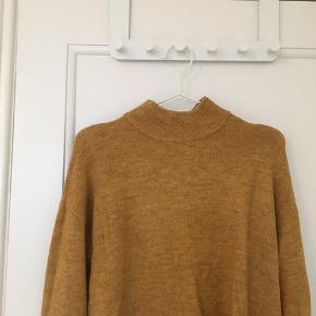 Sweater fra vero moda, brugt få gange. Jeg er normalt en small, og den passer godt :)  Kan også afhentes i Vanløse.