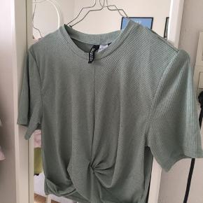 H&M T-shirt. Mere grøn i virkeligheden 🤠