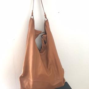 Taske i skind fra Pieces