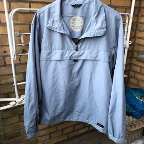 Blå jakke med lomme for maven. Vintage