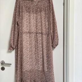 Kjolen er kun brugt en enkelt gang under graviditet.