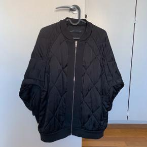 Lang Dun Jakke frakke i sort med lynlås   #30dayssellout #trendsalesfund Vila , envii , h&m , monki , selected femme , zara