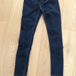 Fine blå skinny jeans. Næsten nye.