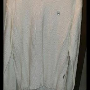 Har denne ægte DG strik bluse i hvid  Den er i st M  Er pæn i stand er brugt nogle gange men fejler ingenting      Se også mine andre annoncer