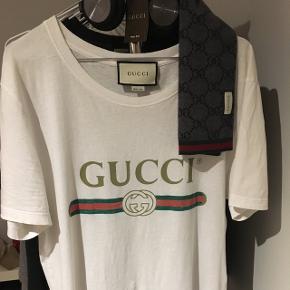 Sælger den Gucci tee, kun prøvet på en enkelt gang så næsten ikke rørt