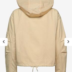Lækker jakke fra Superdry brugt få gange. Den er i super stand! Nypris 800kr - sælger ved rette bud😊 Den er en smule oversize, og kan bruges af flere 'str'💞 Vh Clara