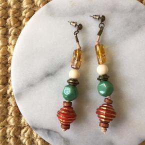 Fine øreringe. Kan sendes med post nord til 10kr. Ved køb af flere ting sælges til en samlet (billigere) pris.