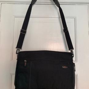 Meget lækker computer taske fra Victorinox med mange fine inddelte rum.