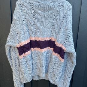 Strik sweater fra Soaked in Luxury. Da det er en kollektionsprøve, har den aldrig været brugt.