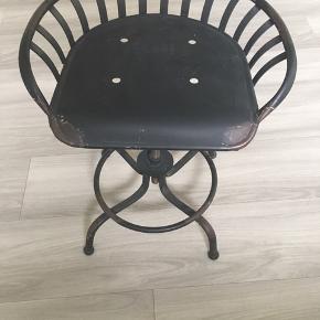 Lækker jern stol til indretningen.  #design#indretning#stol#taburet#skammel#sortjern#