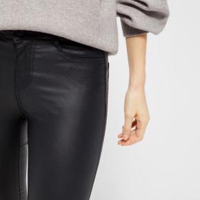 Super slim fit/ Reg. waist size  L.  Materiale: 77% Viscose, 20% nylon 3% elasthane   Har de samme i splinter nye med mærker i str. m :-)   Prisen er fast, handler via køb nu og sendes derefter med DAO❣️  #secondchancesummer