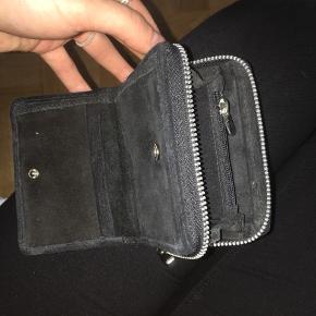 Sælger min nunoo pung Den er brugt meget så den er lidt rusten hist og der Np 500