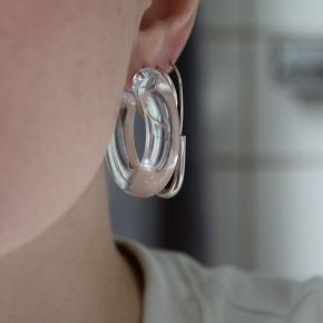 Cool transparente hoops, ingen fejl eller andet, ca 3,5 cm i diameter💫 De kommer i noget brintoverilte inden de sendes afsted⚡️  Køber betaler fragt