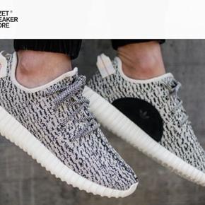 Helt nye sneakers i mærket N.Y.C.  - vejer ingenting 😉 Aldrig brugt