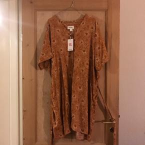 Fin kjole med bånd i taljen. Str. L  Nypris 200
