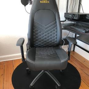 - GAMER stol: Nordic Executive Light gamingstol - sort Købt i april 2019 for 999 kr.  MINDSTEPRIS: 800 kr.  https://www.wupti.com/produkter/computer-og-it/pc-gaming/gaming-stole/nordic-executive-light-gamingsto?productGroupId=1973