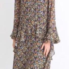 Smuk kjole sælges - da jeg desværre ikke får den brugt