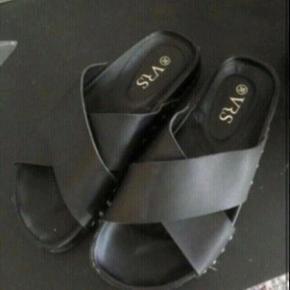 Sandaler 36  -fast pris -køb 4 annoncer og den billigste er gratis - kan afhentes på Mimersgade 111 - sender gerne hvis du betaler Porto - mødes ikke andre steder - bytter ikke