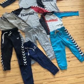 Samlet 250 Bluserne er str 104 1 par bukser str 92 4 bukser str 98 2 bluser har et par svage pletter  2 par bukser med et bitte hul/slid på knæ 1 par bukser uden noget 1 par bukser med hul ved lommen