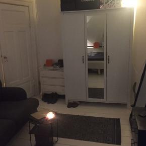 Kan hentes gratis i morgen mellem 14-16 eller søndag mellem 12-14 i Sydhavnen. Mål kan findes på Ikea hjemmeside.