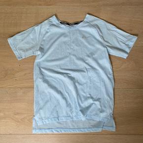 Fed t-shirt fra Nike - brugt 1 gang