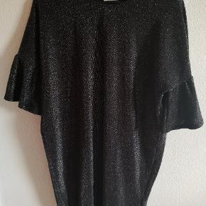 Mega fed kjole!  Jeg har over 70 annoncer med kvalitetstøj til billige priser ❤️
