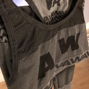 • Tights og sports bh • H&M samarbejde med Alexander Wang • Brugt, men ikke slidt • Fed pasform  Kom med et bud! 🎉