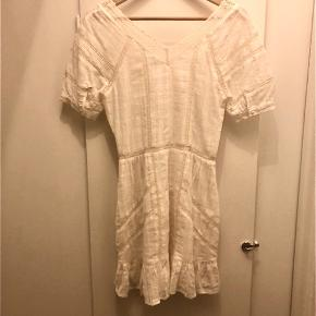 Fin kjole med blonder. Har for, så ikke så gennemsigtig som hvide kjoler kan være.  Brugt 1 gang og derefter vasket. Som ny.  #30dayssellout