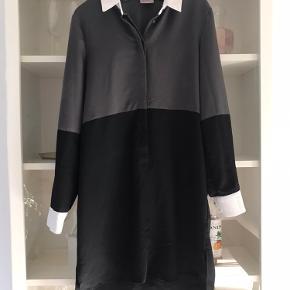 Skjortekjole 50 kr.  kan afhentes i 2720, Vanløse  Eller sendes for købers regning
