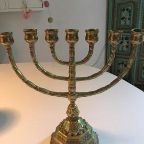 Skøn 7 armet jødisk lysestage i messing - flot på spisebordet,  eller hvor du synes 😜 rigtig fin stand .