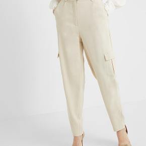 Fantastisk lækre cargo bukser fra Bruuns Bazaar i beige. Aldrig brugt, stadig med prismærke.