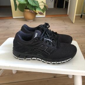 Der er ikke nogle skader men skoene er brugte
