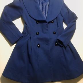 Blå QZGZ jakke med aftageligt sort tyl i bunden.