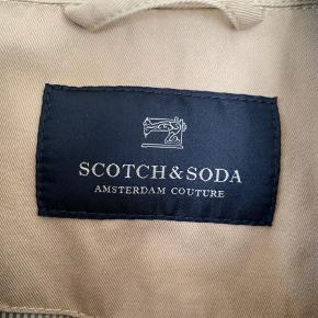 Lækker jakke som næsten ikke er brugt, den har broderier på foran se billeder