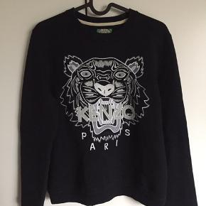 Sort kenzo sweater i str. M (lille i størrelsen).   Kun brugt få gange.  Nypris: 1500 kr.