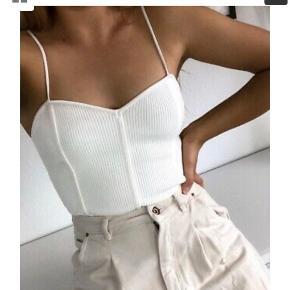 Vil meget gerne købe denne knitted bodysuit fra zara. Stand og str næsten ligegyldig 😊