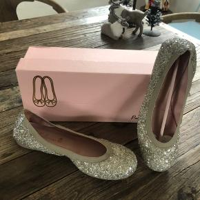 Smuk fest sko med glimmer
