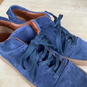 Yvonne Koné sneakers