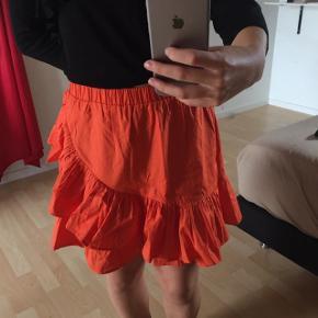 Orange flæse nederdel Str 36, men kan også passes af 34