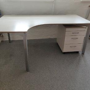 Rigtig fint og velholdt Danflex hjørne skrivebord  80 dybde højreside  180 længde  120 dybde højre 72 højde