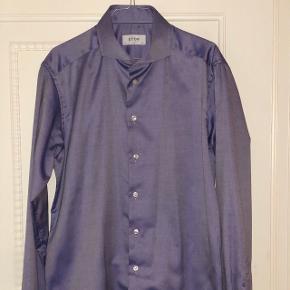 Tykvævet slimfit Eton skjorte. Aldrig brugt. Størrelse 42 - Svarer til large