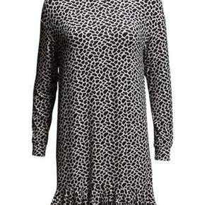 Den smukkeste kjole som jeg desværre ikke får brugt.   Materialet er viskose og elasthen  #30dayssellout