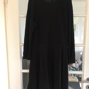 Klassisk kjole i flot snit