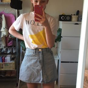 Sælger denne denim nederdel fra H&M. Jeg er selv 1.60 høj😌